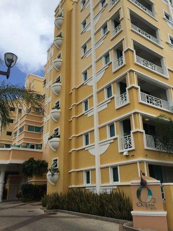 Ocean Two Resort & Residences: Hotel outside