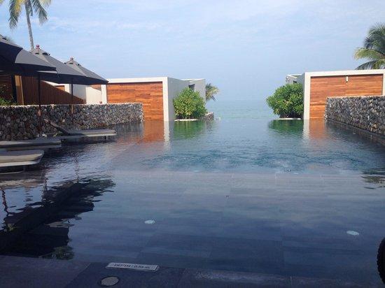 Casa de La Flora : Main swimming pool area...with horizon wet edge facing out to the Andaman Sea...Stunning!