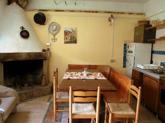 Appartamento seminterrato, con cucina, 4 posti letto, 1 bagno, tv ...