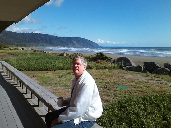 Crescent Beach Motel: Right on the Beach!