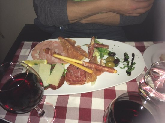 vinopasta: Antipasto misto En masse lækre italienske specialiteter