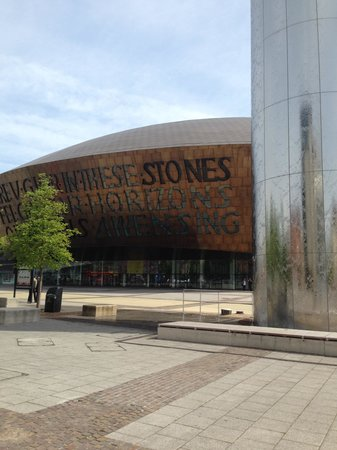 Wales Millennium Centre: Water tower and the center