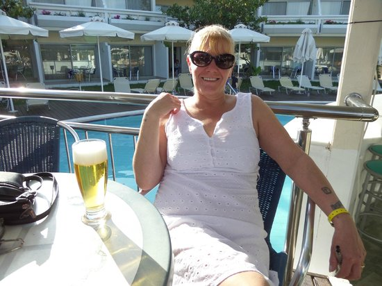 Lydia Maris Resort & Spa: me at pool bar