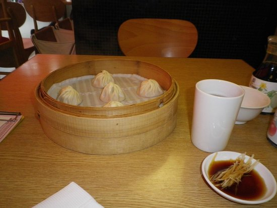 Din Tai Fung (Chung Hsiao Road): 小龍包