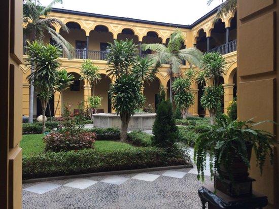 Monastery of Santo Domingo (Iglesia y Monasterio de Santo Domingo): Columnas con arcos arquitectónicos