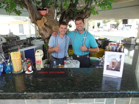 Lydia Maris Resort & Spa: by the pool bar with stavros