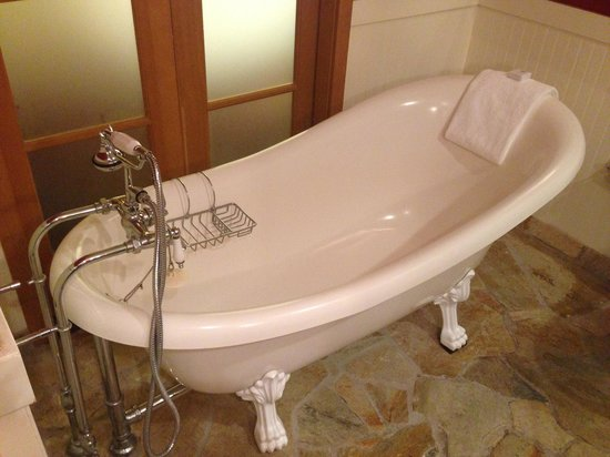 The Edgewater A Le House Hotel Old Fashioned Claw Foot Tub