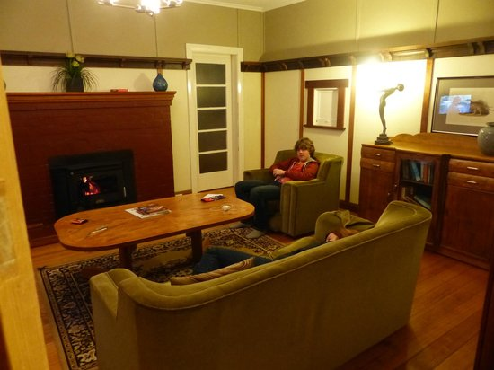 Cottages at Tarraleah: Lounge room