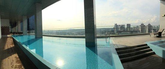 Oasia Hotel Novena, Singapore by Far East Hospitality: Club Level Pool