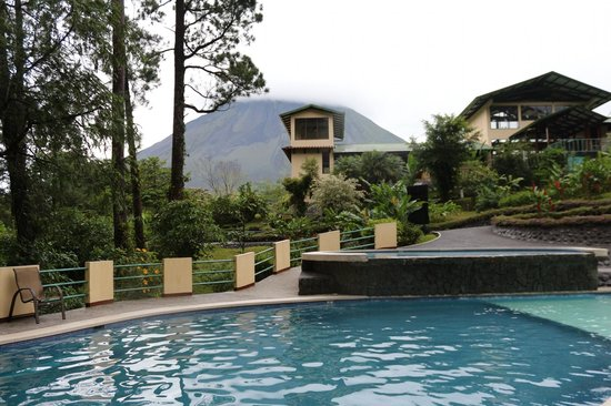 Arenal Observatory Lodge & Spa : View from the pool