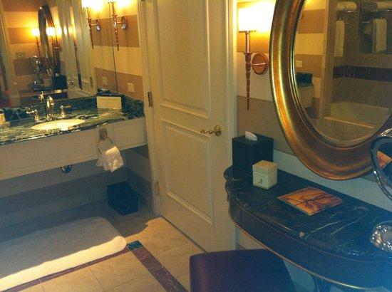 The Venetian Las Vegas : Bathroom picture 1