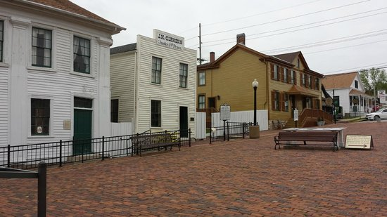 """Mark Twain Boyhood Home and Museum: Mark Twains's Father's Office and Home of his sweetheart """"Becky"""""""