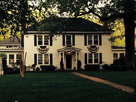 "A Williamsburg White House Bed and Breakfast: ""The White House"" B&B"