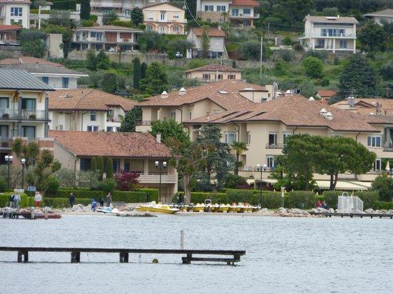 Hotel du Lac et Bellevue: das Du Lac vom Schiff aus