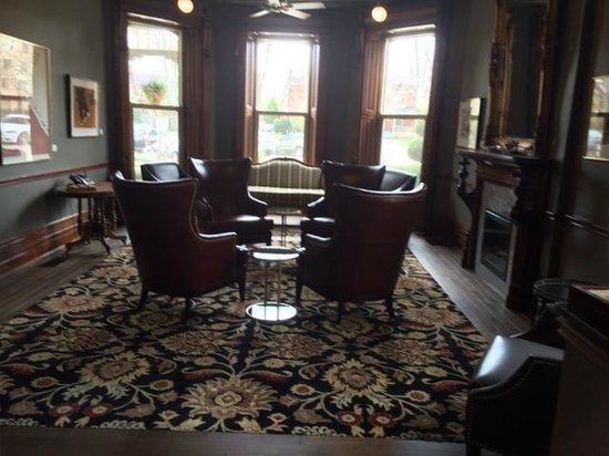Idlewyld Inn & Spa : Front parlour - exceptional decor