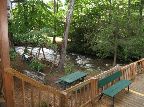 Jonathan Creek Inn and Villas: JONATHAN CREEK BBQ GRILLS SWINGS