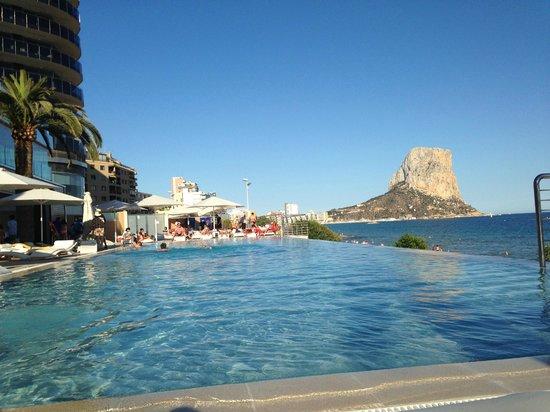 Gran Hotel Sol y Mar: Desde una tumbona de la piscina
