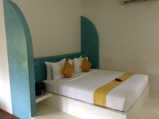 Navutu Dreams Resort & Wellness Retreat: Large main king size bed