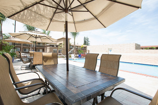 BEST WESTERN University Inn Santa Clara : Pool Seating 2