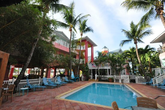 Lighthouse Resort Inn And Suites: Poolside view