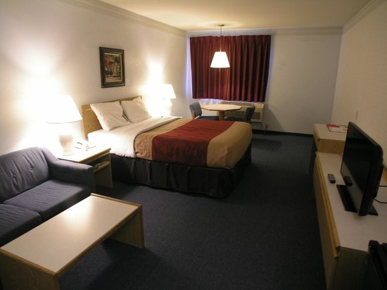 Econo Lodge Sequim: Queen room