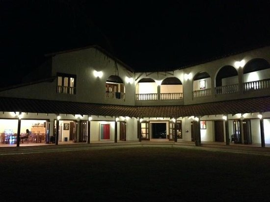 Casa Titik: Casa at night