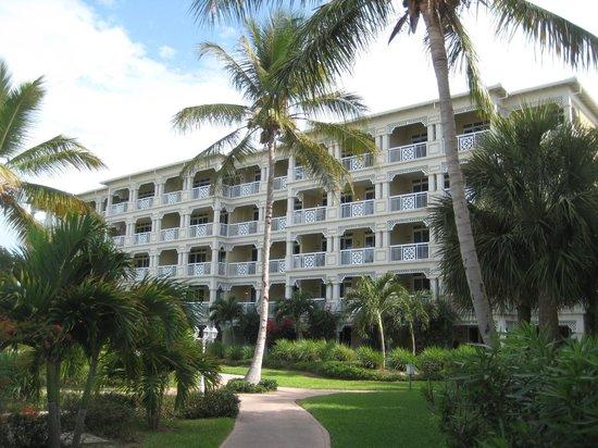 Alexandra Resort: One of Four Buildings