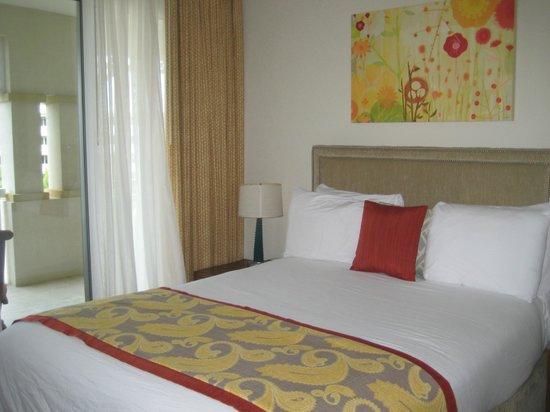 Alexandra Resort: Small double bed