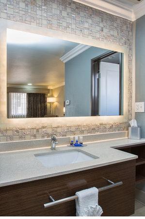 Best Western Santa Clara University Inn : Vanity in king room