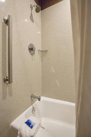 Best Western Santa Clara University Inn : Shower
