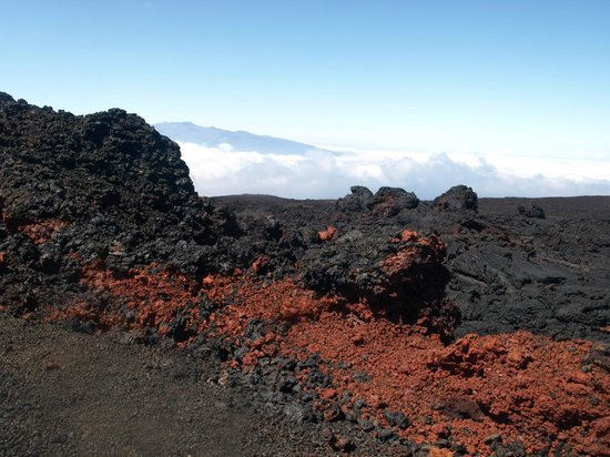 Mauna Loa Observatory: weird colored lava - according to my info this opened up in 1942