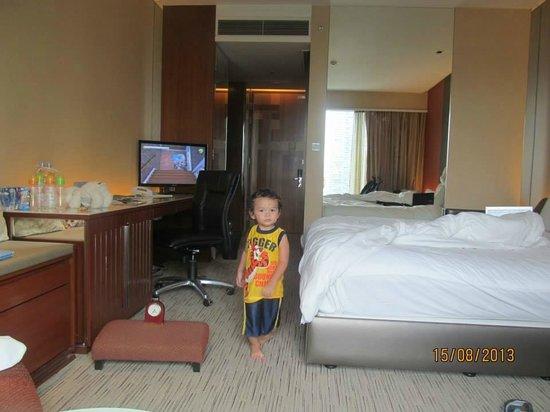 Traders Hotel, Kuala Lumpur : inside room