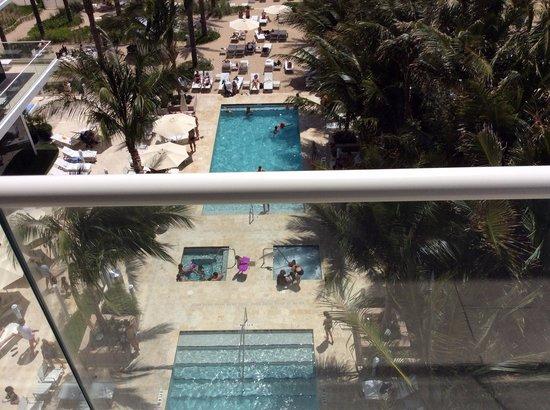 Grand Beach Hotel Surfside: Piscina no terreo