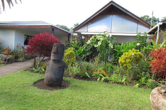 O'tai Hotel: Jardins ˙a frente do restaurante do hotel