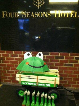 Four Seasons Hotel Washington, DC : Umbrella and Rain Boots for the kids!