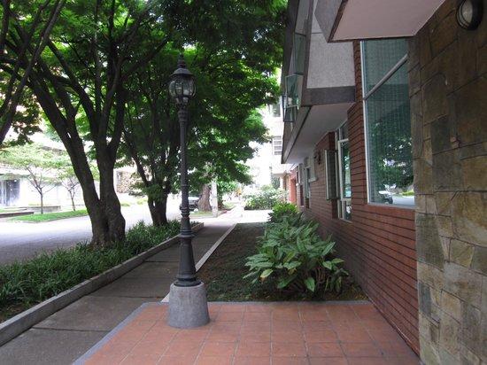 Asturias Hotel Medellin : hotel street