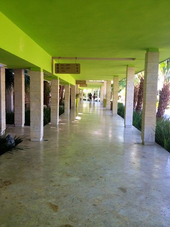 Barcelo Bavaro Beach - Adults Only: Walk way to Palace Hotel
