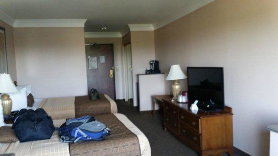 Motel 6 Los Angeles LAX: Spacious suite