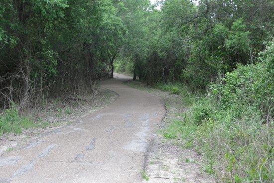 Goliad State Park & Mission Espiritu Santo State Historic Site: Goliad State Park - trail