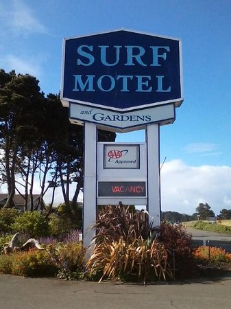 Surf Motel and Gardens: Entrance to Surf Motel & Gardens