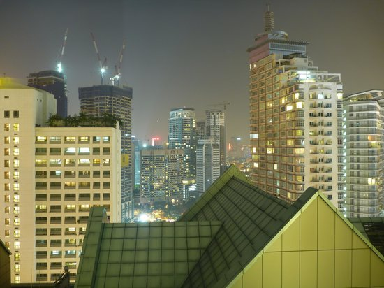 Fraser Place Kuala Lumpur: View at night from bed