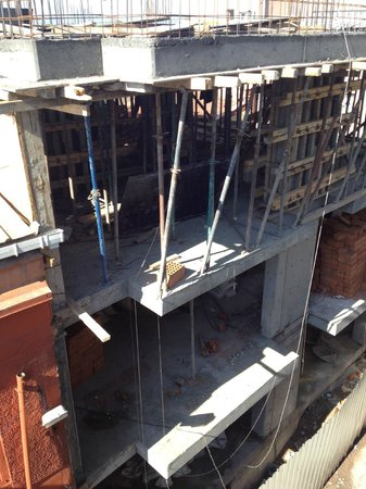 Berce Hotel: Construction across from hotel