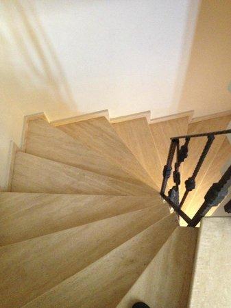 Berce Hotel: Spiral staircase (no elevator)