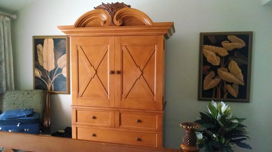Kona Coast Resort: Bedroom TV cabinet