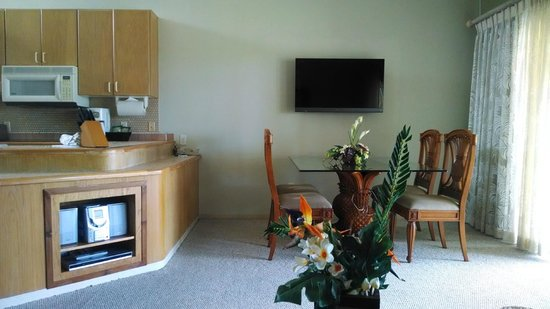 Kona Coast Resort: Dining/kitchen from Living Room