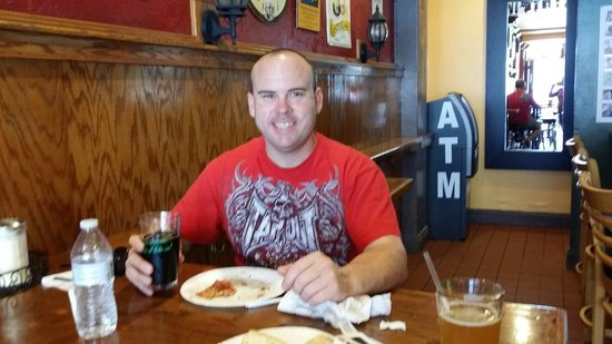 Newport Pizza & Ale House: Drink up Baby!