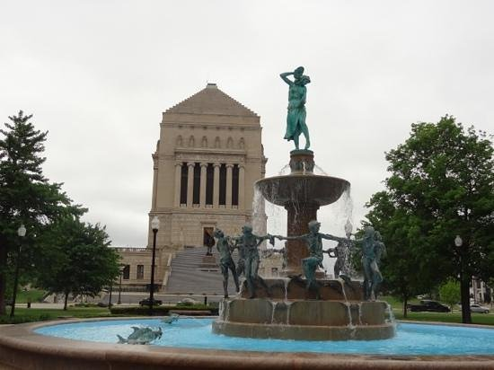 view of the Indiana War Memorial