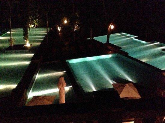 Loi Suites Iguazu : Piscina iluminaçao