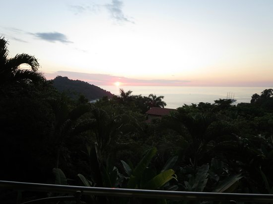 Tulemar Bungalows & Villas: Sunset from Lower Casa Panorama patio