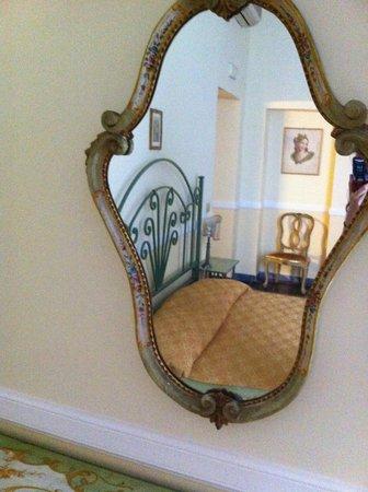 Residenza Maritti: room mirror
